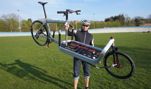 is this the world s lightest cargo bike. Black Bedroom Furniture Sets. Home Design Ideas