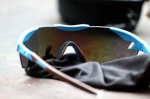 0c60f1e472 Review  Bolle 6th Sense Cycling Sunglasses