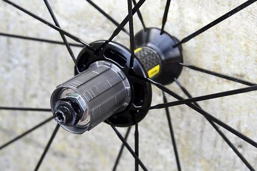 154dc980f66 Mavic has a novel solution. Where the likes of Zipp, Enve and Reynolds use  a 100% carbon fibre rim, Mavic has developed an alloy extrusion wrapped  with a ...