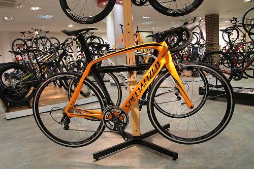 309ee61da6c One rung down the Venge ladder is this Venge Expert (£3,000). You get an  orange frame, Shimano Ultegra mechanical transmission with an FSA carbon  chainset, ...