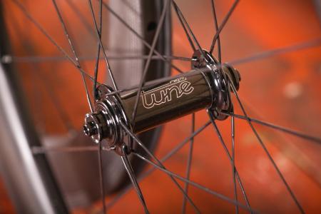 aera_ar_55_tubeless_wheelset_-_front_hub.jpg