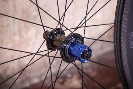 aera_ar_55_tubeless_wheelset_-_rear_hub_1.jpg
