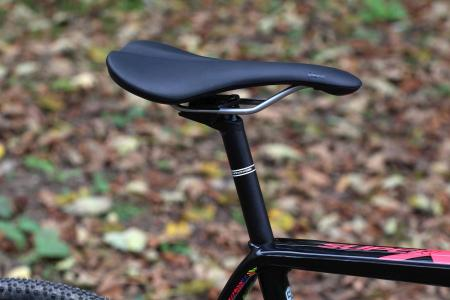 Cannondale SuperX 105 Disc - saddle and post.jpg