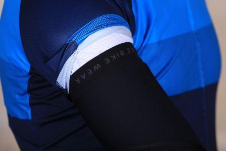 Gore Universal Windstopper Arm warmers - gripper.jpg