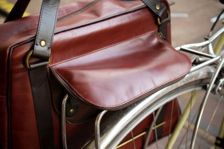 Hill & Ellis Duke Bike Bag - flap.jpg