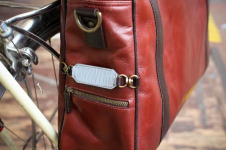 Hill & Ellis Duke Bike Bag - relfector tab.jpg