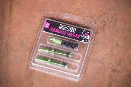 Muc-Off Tubeless Presta Valves - 44m green.jpg