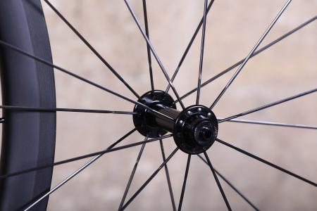 Parcours Grimpeur wheelset - front hub.jpg