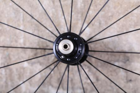 Syntace W21 Road Wheelset - front hub 2.jpg