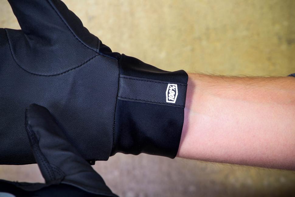 100% Hydromatic Brisker Gloves - cuff.jpg