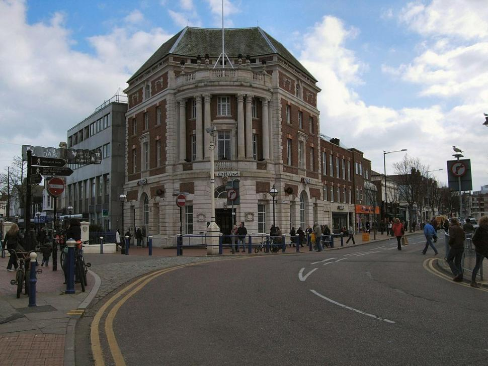 1024px-NatWest_Bank_Eastbourne_Town_Centre_-_geograph.org_.uk_-_1739122
