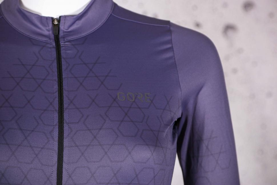 2021 Gore Curve Jersey Women - chest detail.jpg