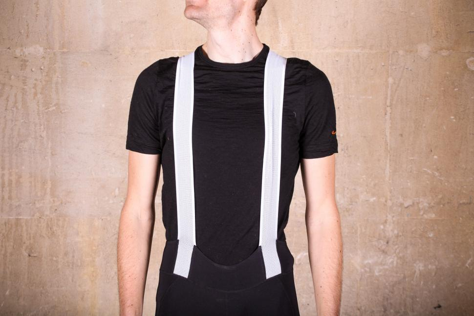 2xu_compression_cycle_bib_shorts_-_straps_front.jpg