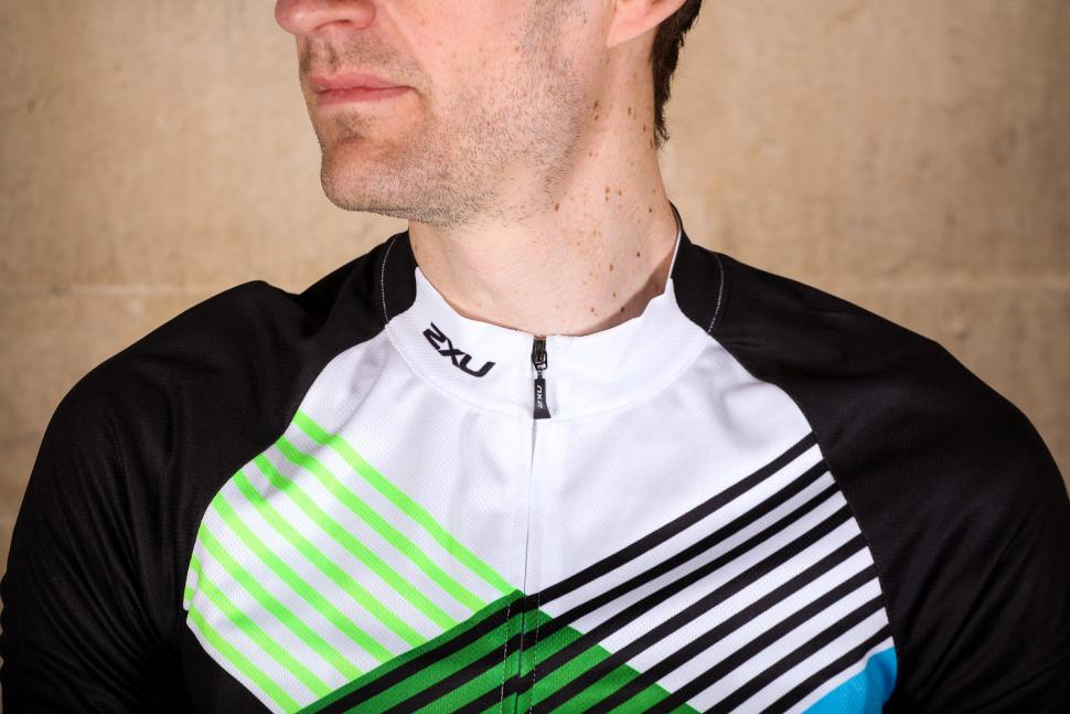 2xu_sub_cycle_jersey_-_collar.jpg