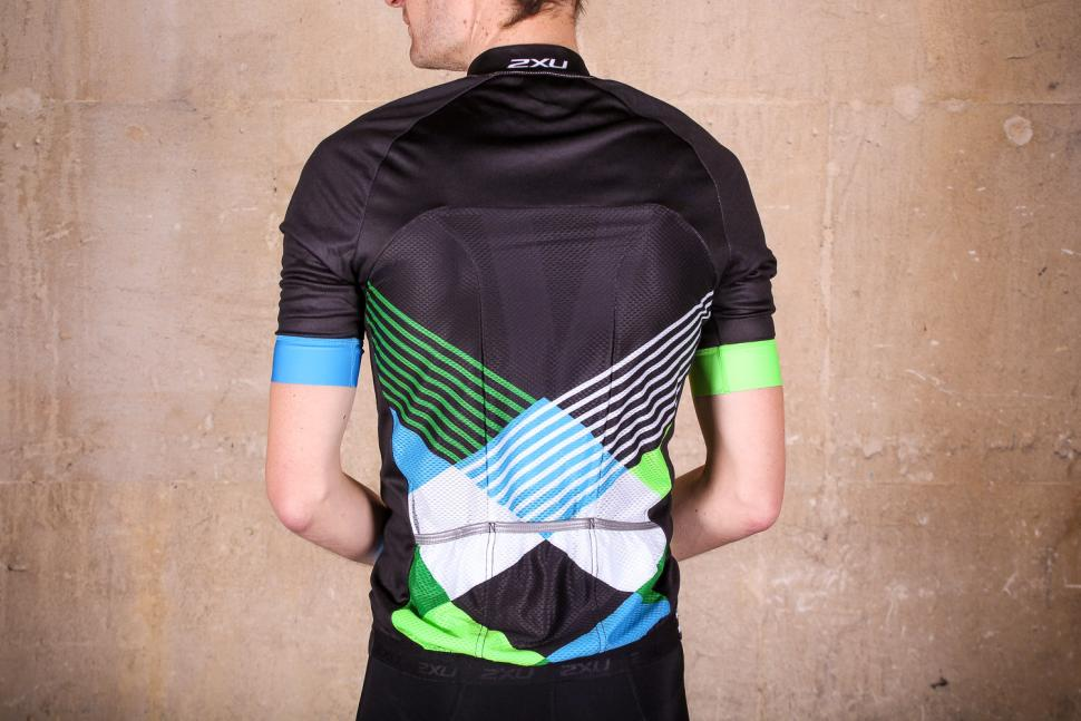 2xu_sub_cycle_jersey_-_rear.jpg
