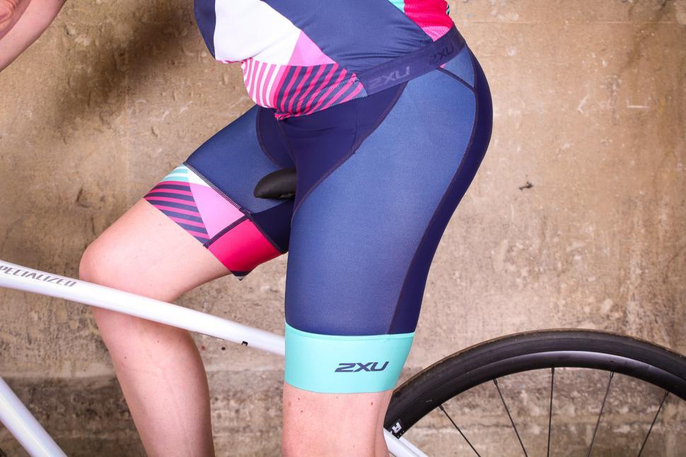 2xu_womens_sub_cycle_bib_shorts_-_riding.jpg