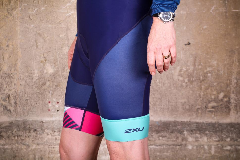 2xu_womens_sub_cycle_bib_shorts_-_side.jpg