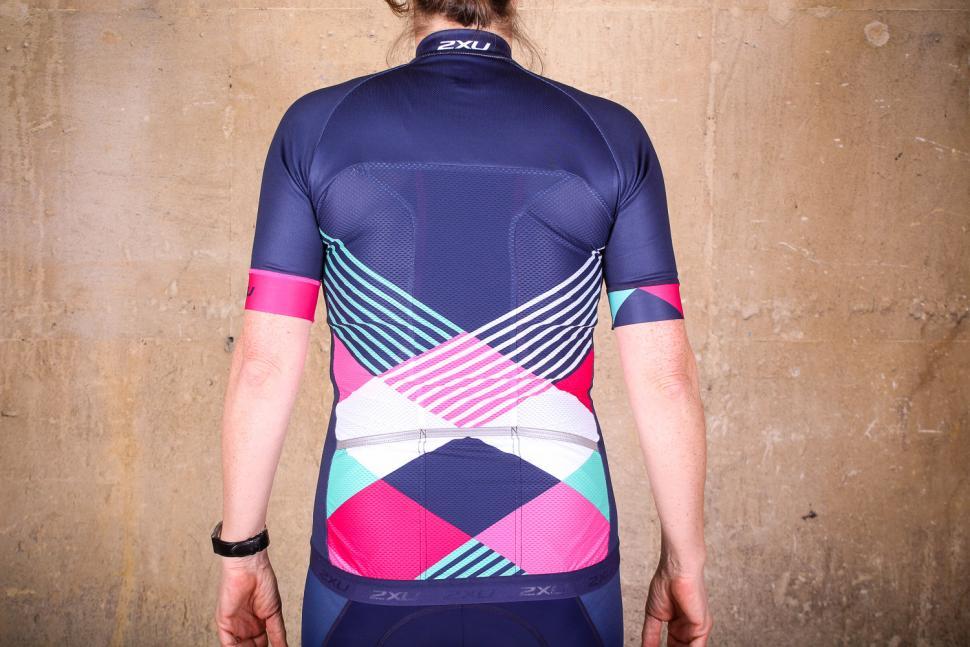 2xu_womens_sub_cycle_jersey_-_back.jpg