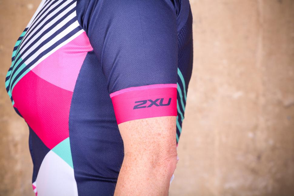 2xu_womens_sub_cycle_jersey_-_sleeve.jpg