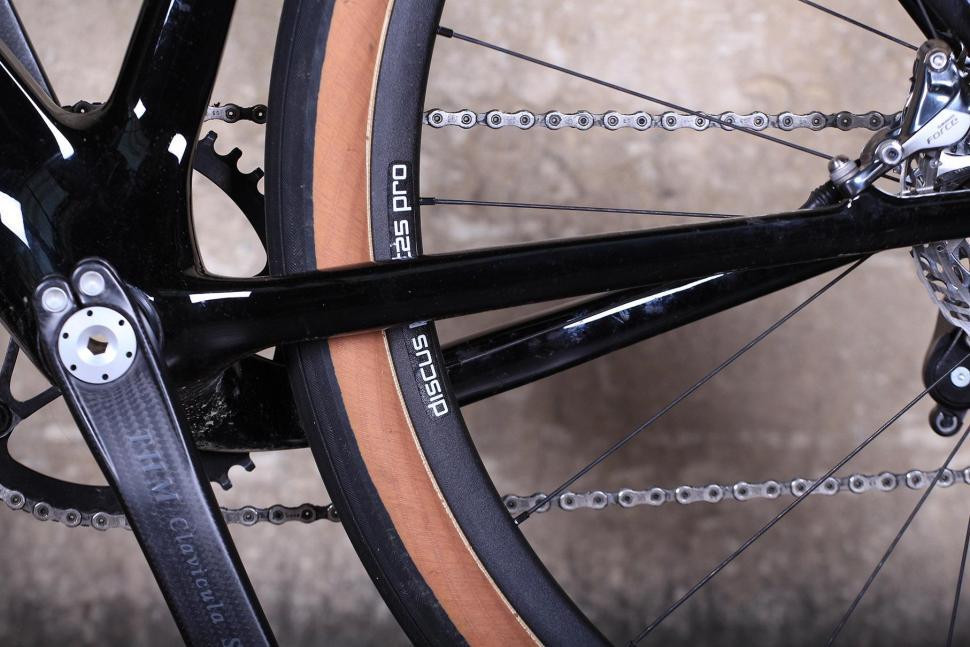3T Exploro LTD - chain stays 2.jpg