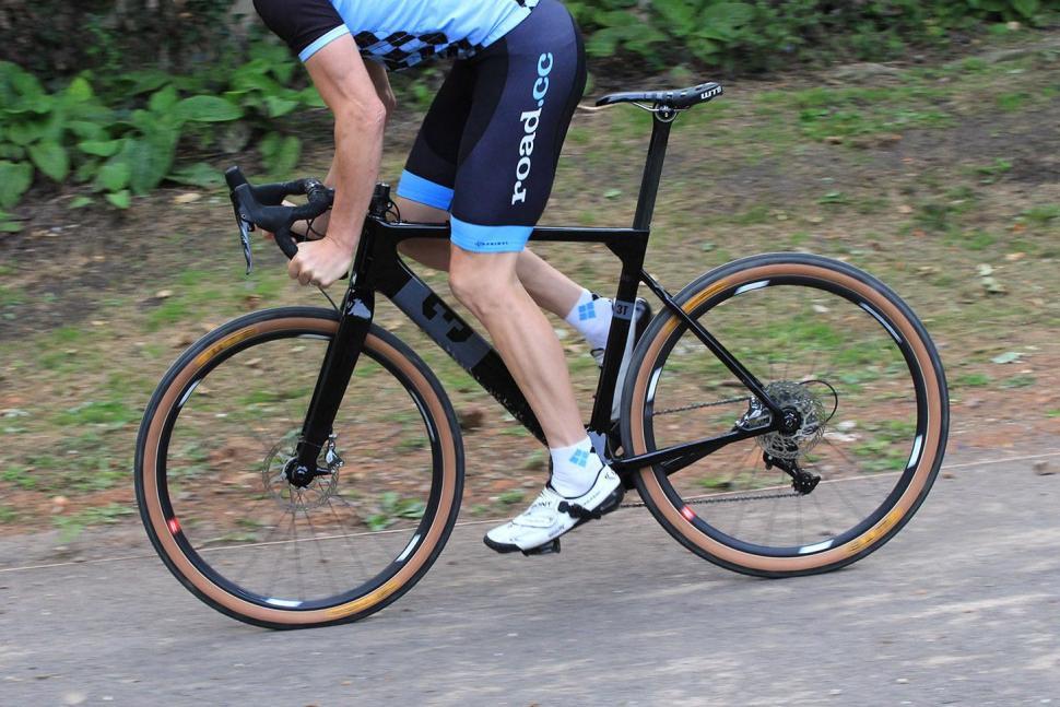 3T Exploro LTD - riding 2.jpg