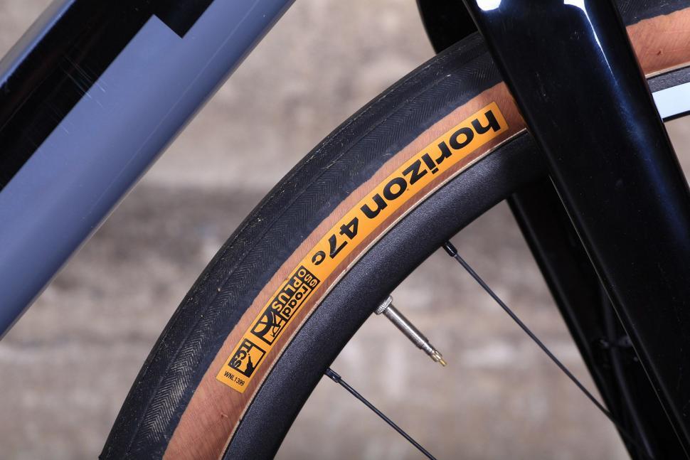 3T Exploro LTD - tyre 2.jpg