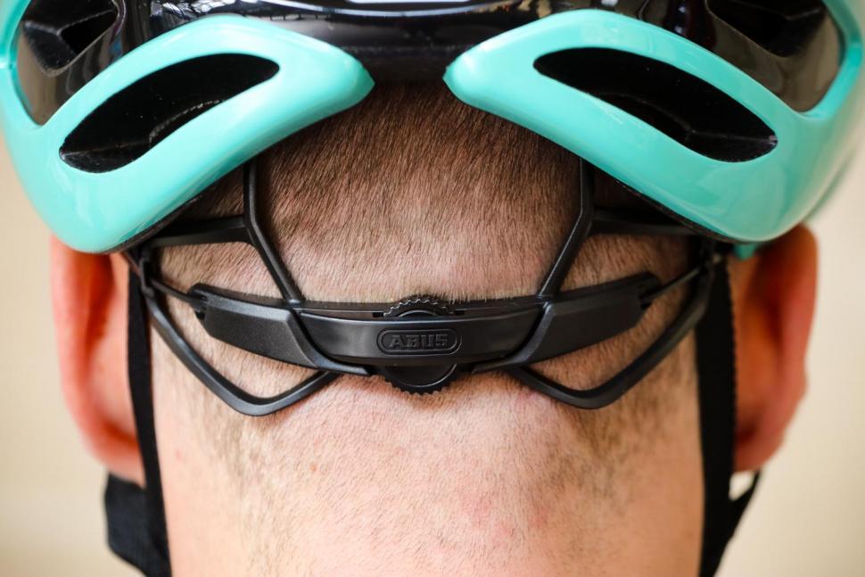 Abus Airbreaker helmet - tension system.jpg