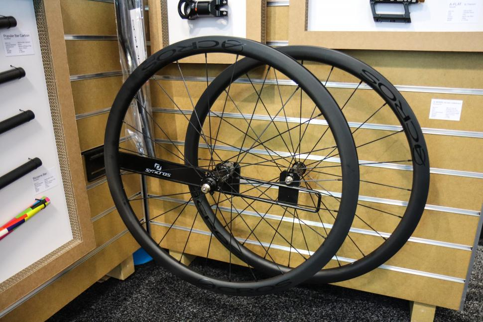 acros carbon wheels.jpg