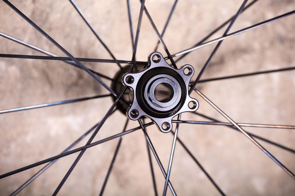 Acros Road-DISC C wheels - hub detail.jpg