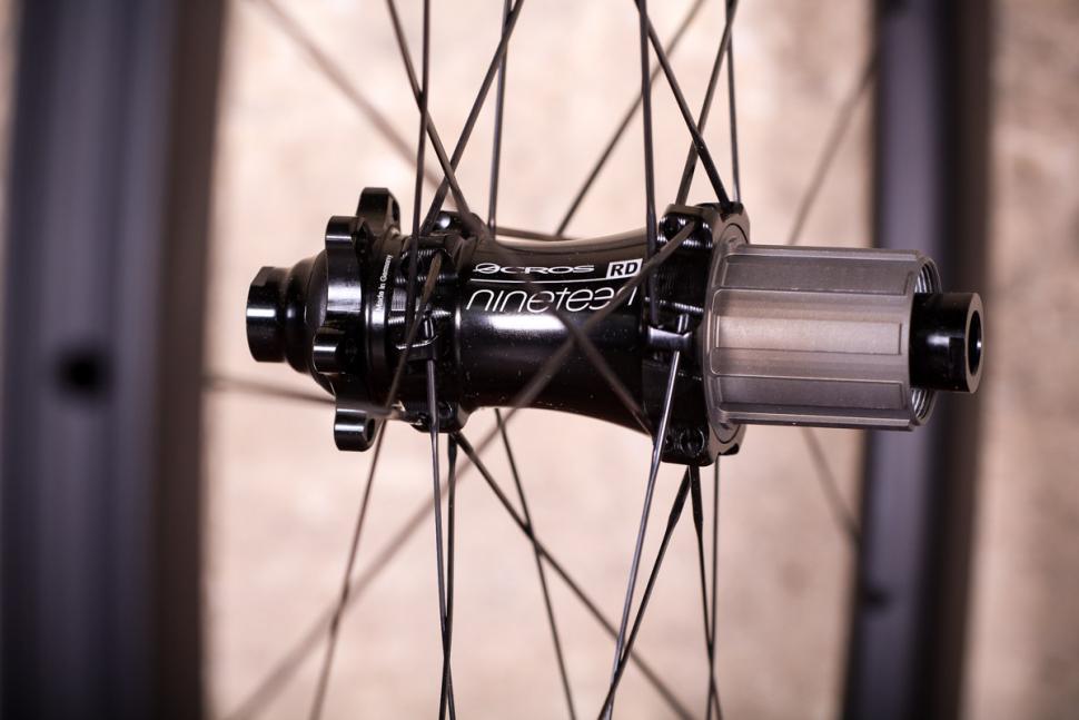 Acros Road-DISC C wheels - rear hub 3.jpg