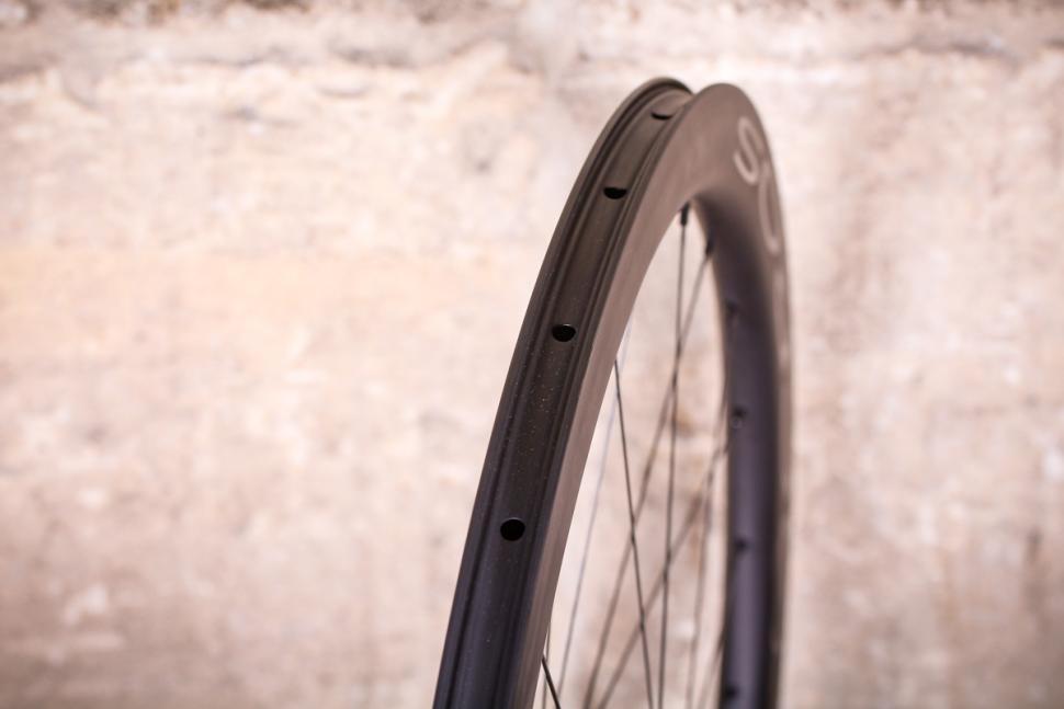 Acros Road-DISC C wheels - rim bed.jpg