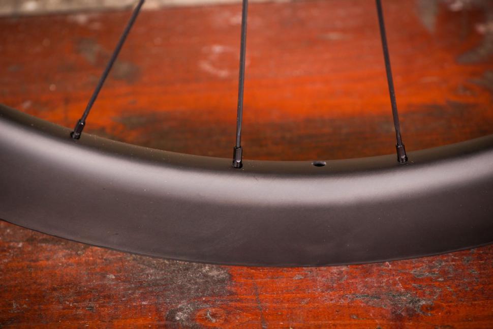 Acros Road-DISC C wheels - spoke nipples.jpg