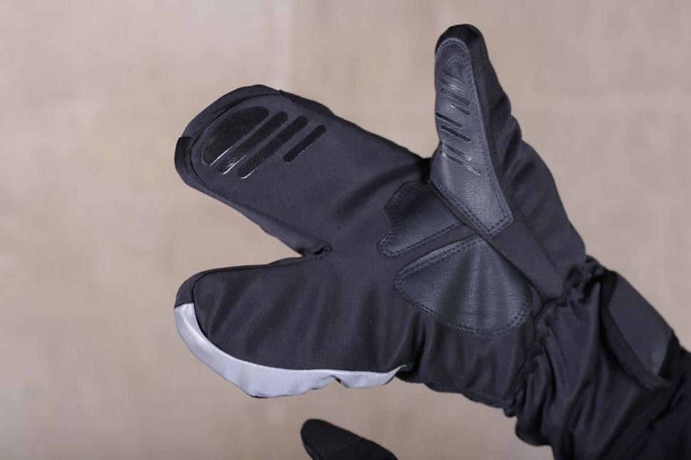Aldi Waterproof Lobster Cycling Gloves - palm.jpg
