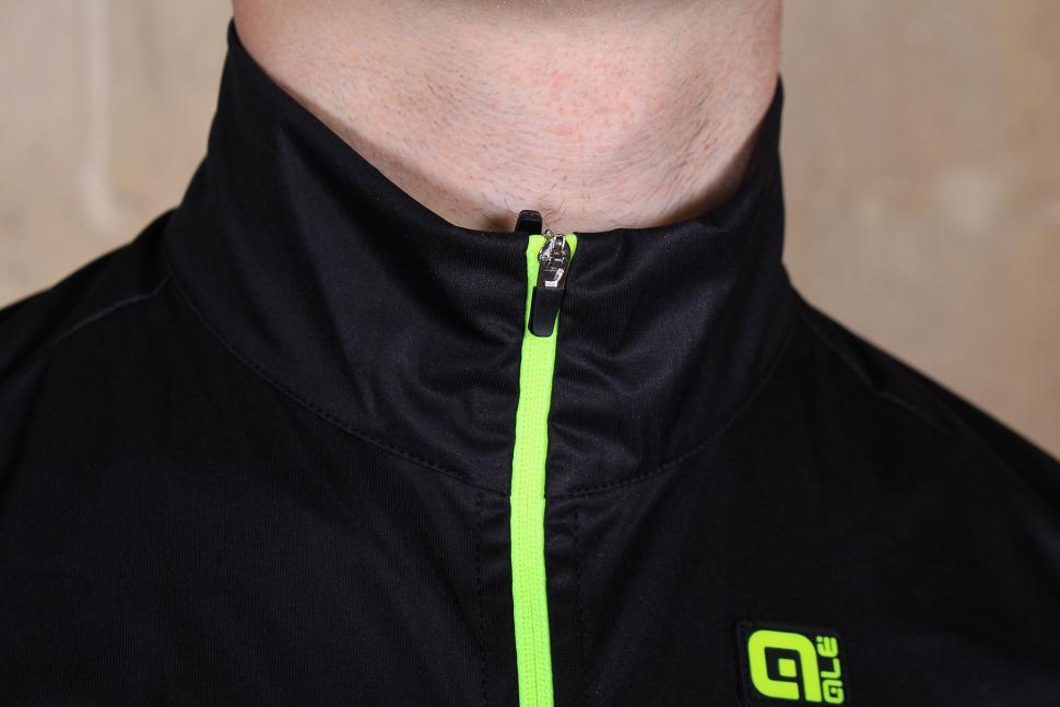 Ale Crossover Gilet Mens SS16 - collar.jpg