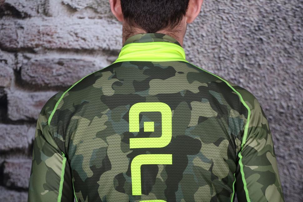 Ale PRR Camo Winter Jacket - shoulders.jpg