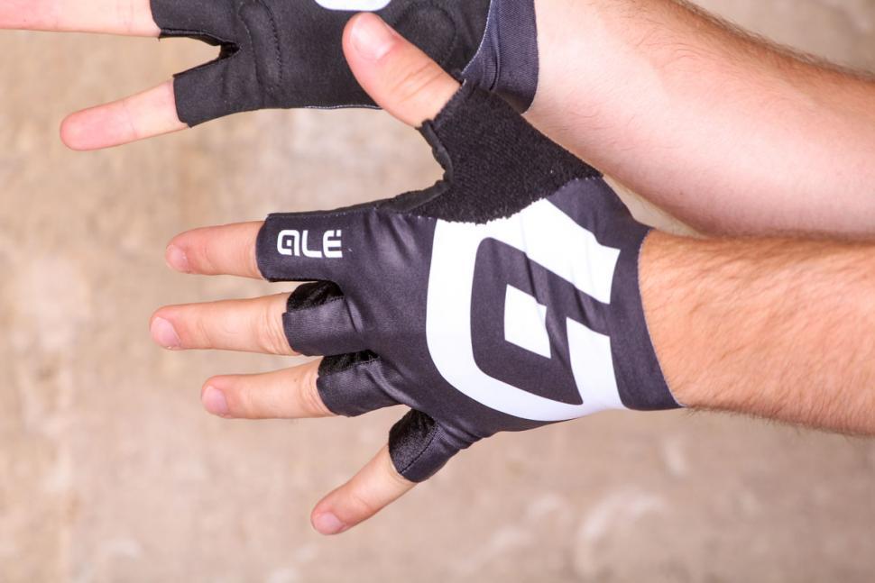 ale_air_glove_-_back.jpg