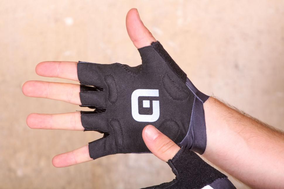 ale_air_glove_-_palm.jpg