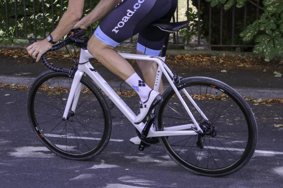 0d1c60092 Review  Allied Alfa frameset