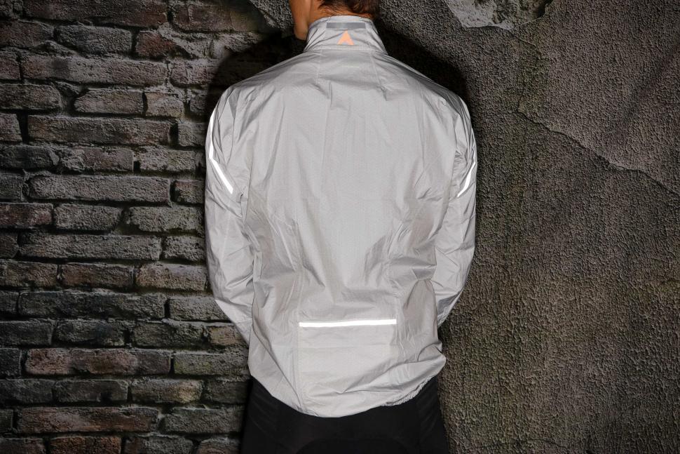 Altura Classic Waterproof Jacket - back reflective.jpg