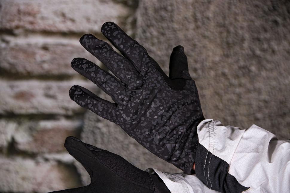 Altura Firestorm Glove - back.jpg