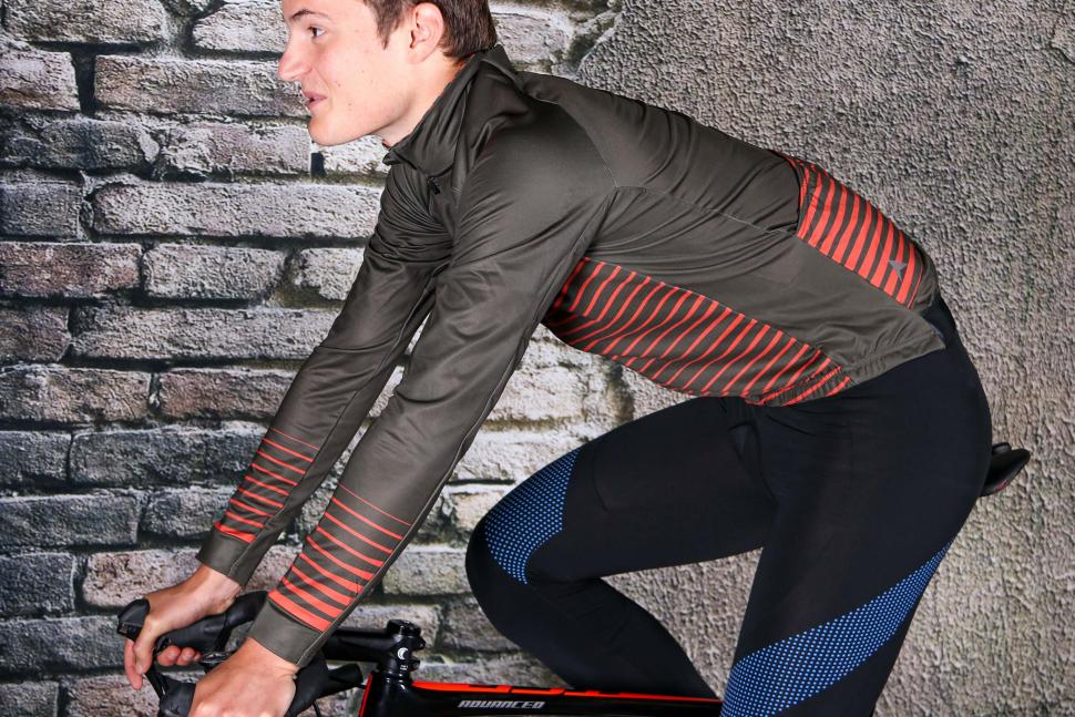 Altura Icon jersey - riding.jpg