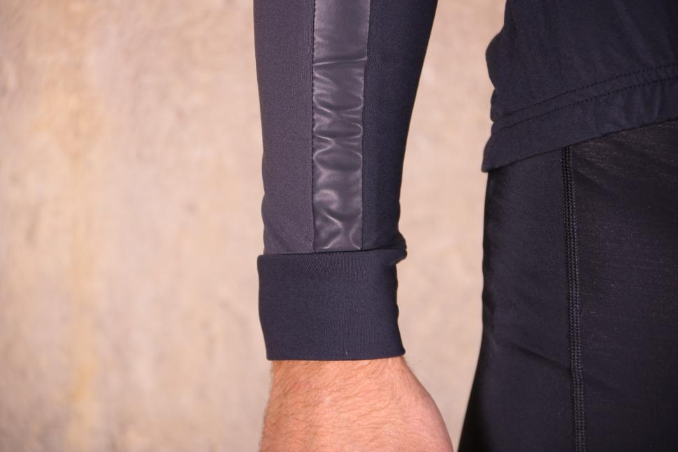 Altura Nightvision 2 Thermo long Sleeve Jersey - cuff.jpg