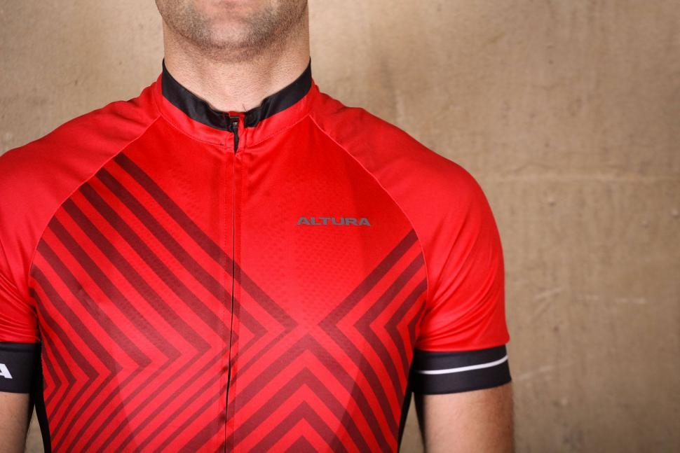 Altura Peloton 2 Short Sleeve Jersey - chest.jpg eef7429b5