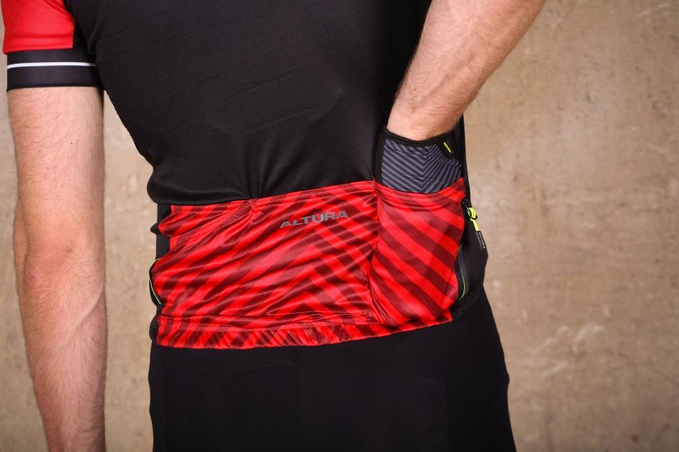 Altura Peloton 2 Short Sleeve Jersey - pockets 2.jpg