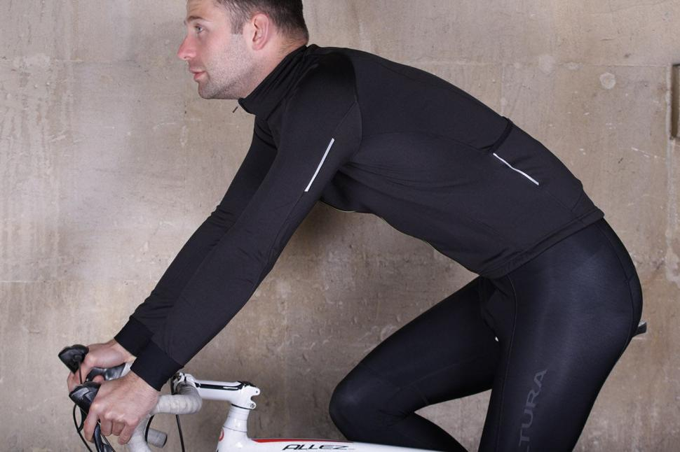 Altura Peloton Long Sleeve Jersey - riding.jpg