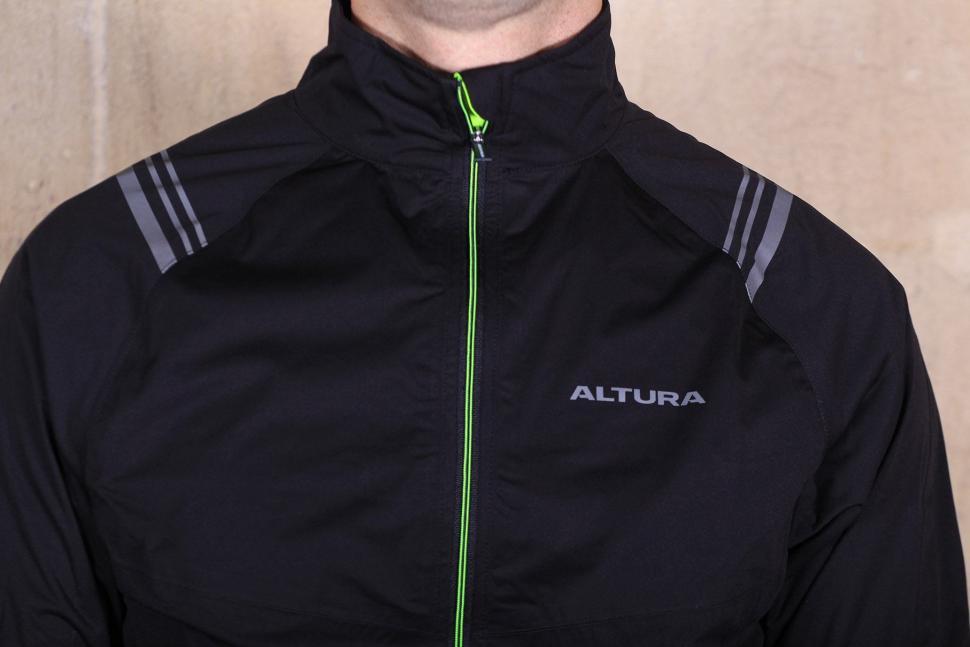 Altura Podium Elite Softshell Jacket - chest.jpg