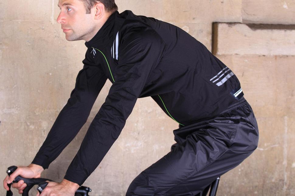 Altura Podium Elite Softshell Jacket - riding.jpg