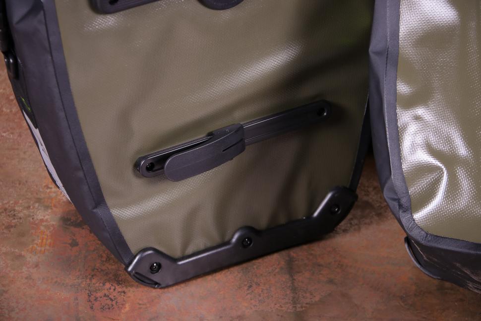 Altura SONIC 25 Waterproof Pannier - back detail 2.jpg