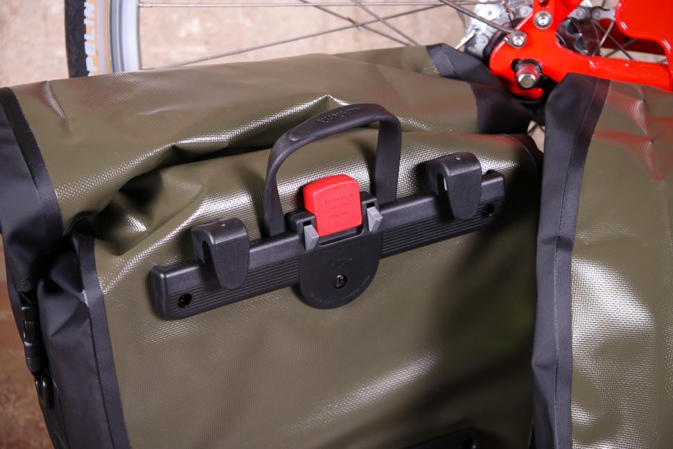 Altura SONIC 25 Waterproof Pannier - back detail.jpg