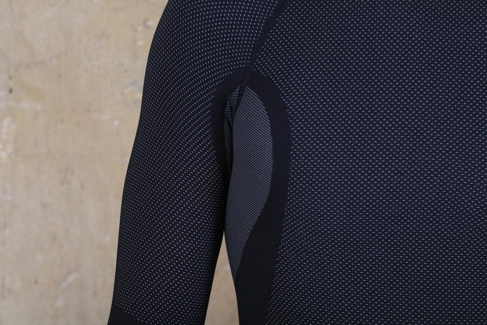 Altura Thermocool Long Sleeve Base Layer - underarm.jpg